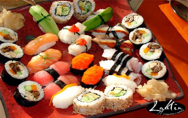 Combinado de Sushi com 24 peças por R$29,90 no Laulin Restaurante e Sushibar! Válido para consumo no local, retirada para viagem ou delivery*.