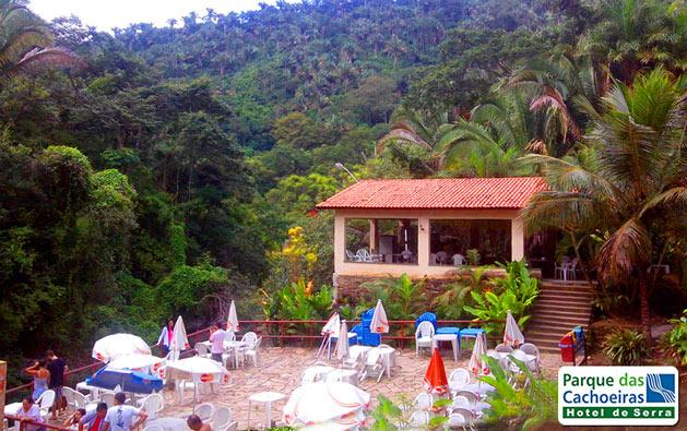 Programe dias de tranquilidade, descanso e lazer no friozinho da Serra de Guaramiranga! Desconto em 2 Diárias para 2 pessoas + 1 Criança de 0 a 5 anos + Café da manhã no Hotel Parque das Cachoeiras por R$199,90.