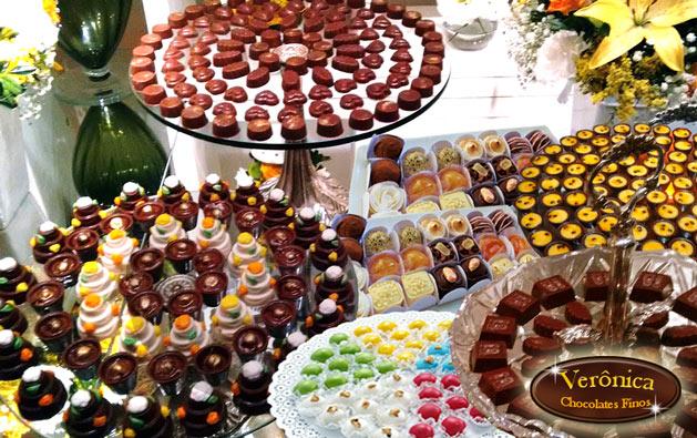 Verônica Chocolates Finos: até 300 deliciosos Chocolates (crocantes, decorados ou trufados) OU até 420 itens (chocolates, pirulitos, copinhos de brigadeiro) a partir de R$34,90. Compre quantos cupons desejar!